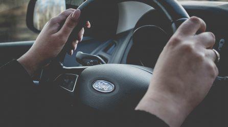 Przepisy dla młodych kierowców – o czym warto pamiętać?