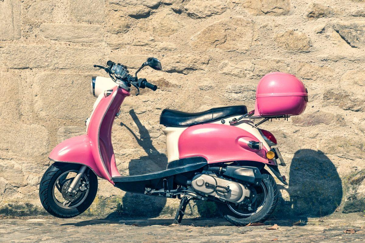 Skuter czy mały motocykl – co na początek przygody z jednośladem?