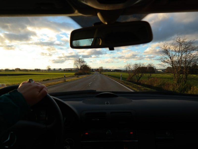 Teoria na prawo jazdy – jakie kategorie można łączyć?