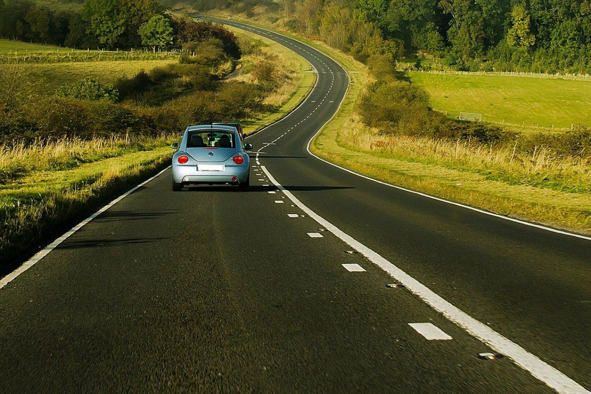 Jazda autem bez wyrobionego prawka – czy jest to dozwolone?