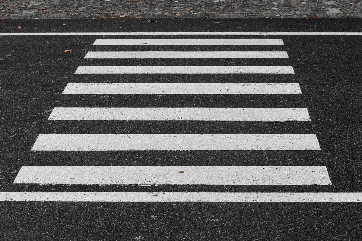Mandaty za wyprzedzanie na przejściu dla pieszych – z czym trzeba się liczyć?