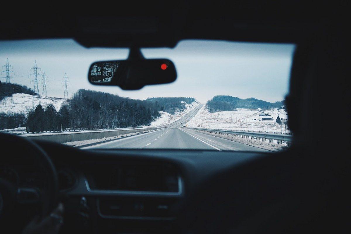 Najbardziej powszechne błędy młodych kierowców — czego unikać?