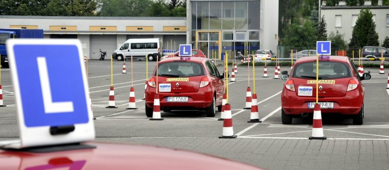 W ubiegłym roku prawo jazdy zdobyło 21% osób mniej. Najgorszy był kwiecień