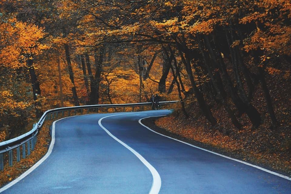 Sprawny, efektywny i bezpieczny podjazd pod górę – poznaj zasady