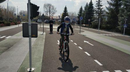 Policjantka z toruńskiej policji poprowadziła egzamin na kartę rowerową