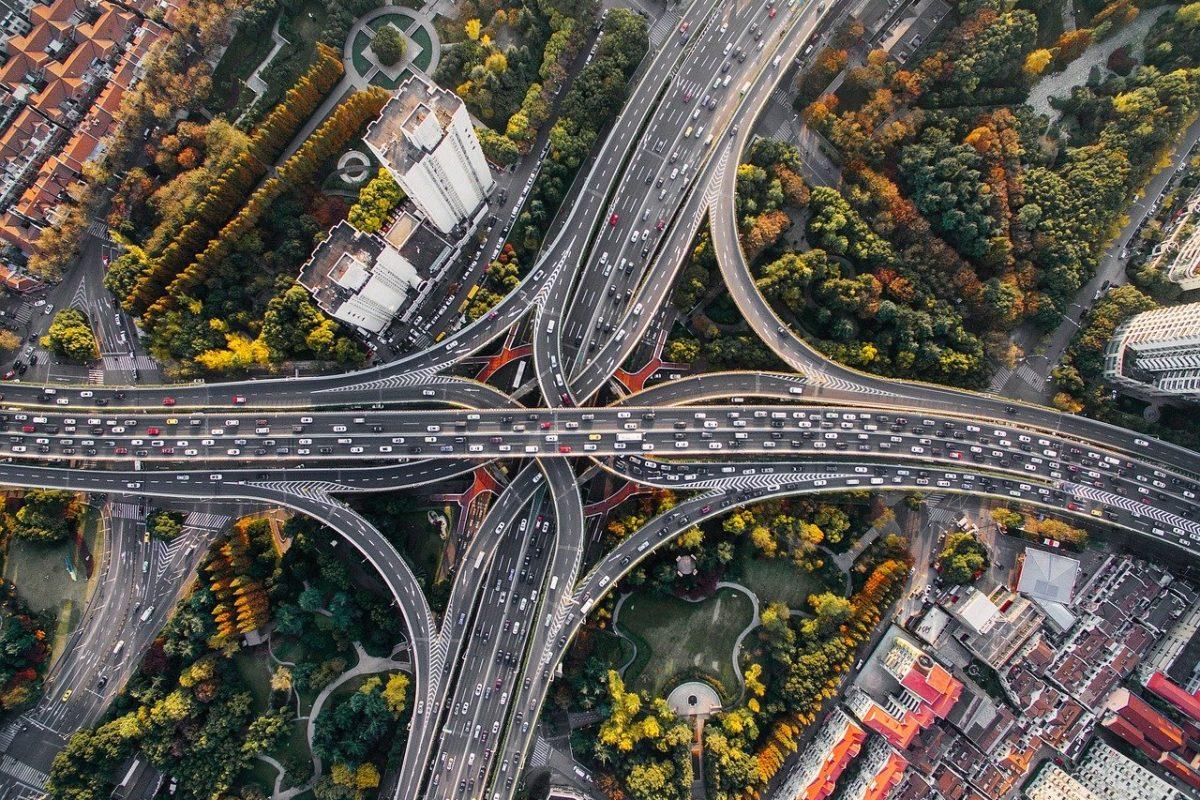 Zmiany w przepisach: od 1 czerwca minimalny odstęp na drogach szybkiego ruchu