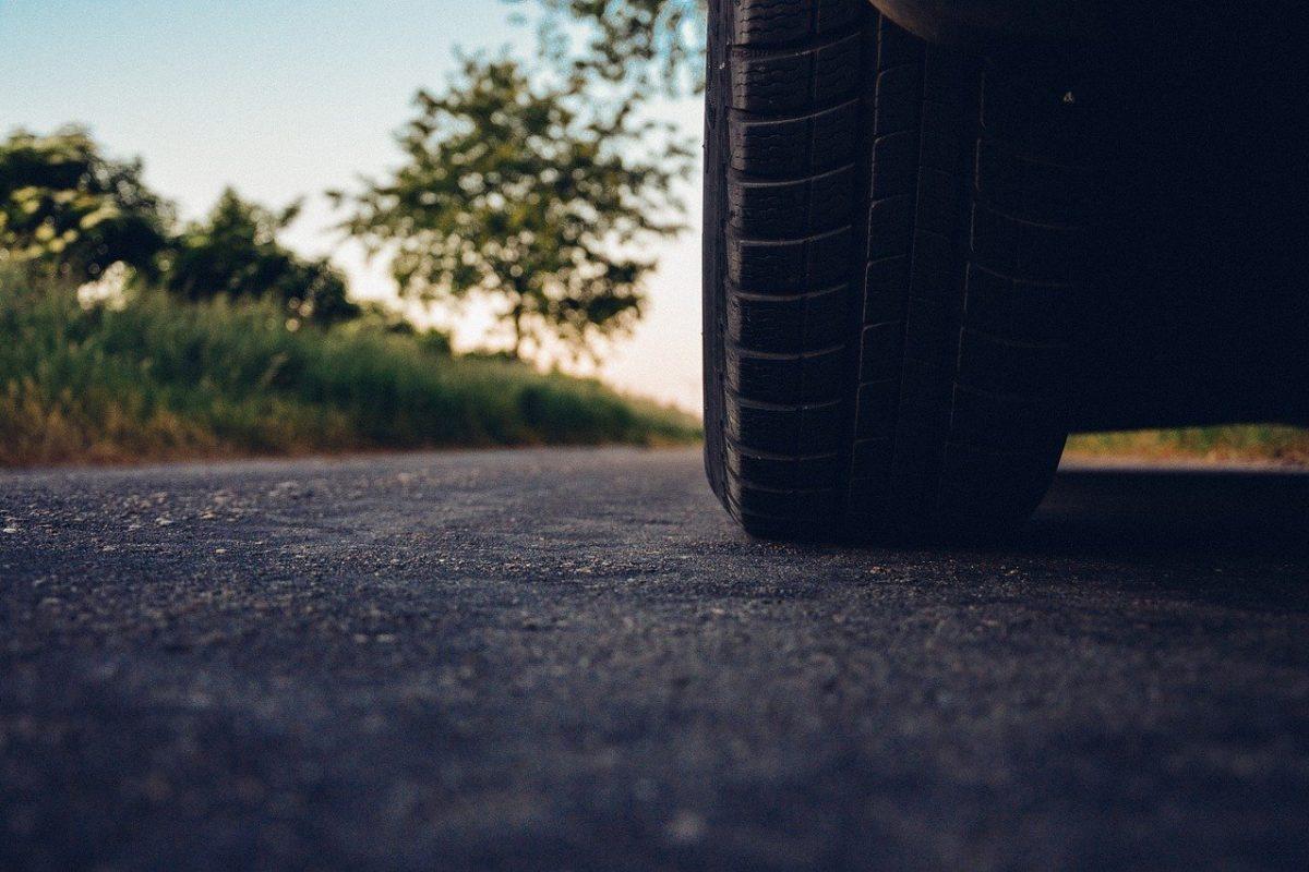 Wszystko, co o wymianie opon powinien wiedzieć młody kierowca