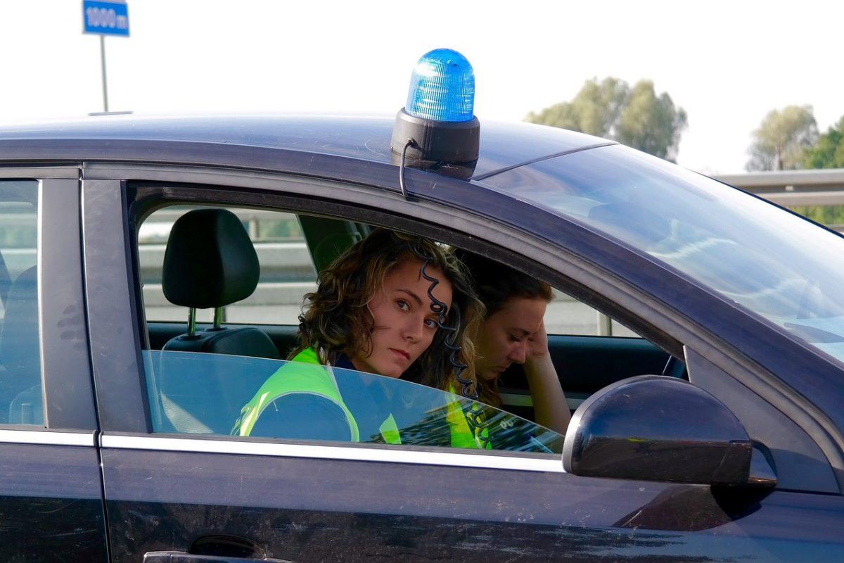 Pomysł na dyscyplinę za kierownicą: wyższe ceny polis OC za mandaty