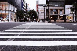 Wyprzedzanie na przejściu dla pieszych – co za to grozi?
