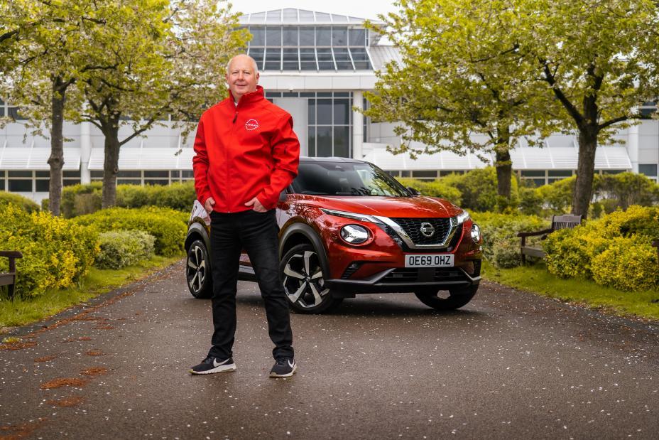 Europejski ekspert Nissana prowadzi szkolenia nauki jazdy za kierownicą modelu JUKE