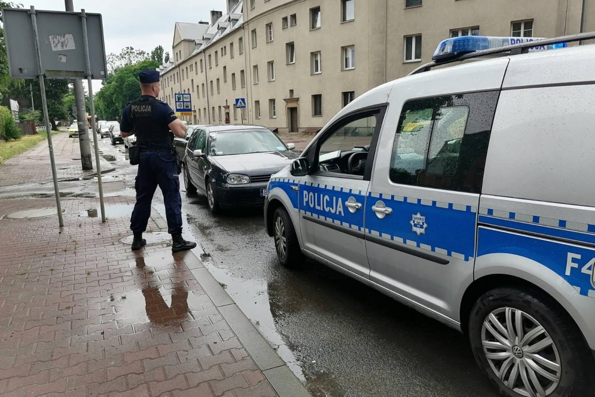 Po niezdanym egzaminie na prawo jazdy wsiadł do swojego samochodu i… odjechał!